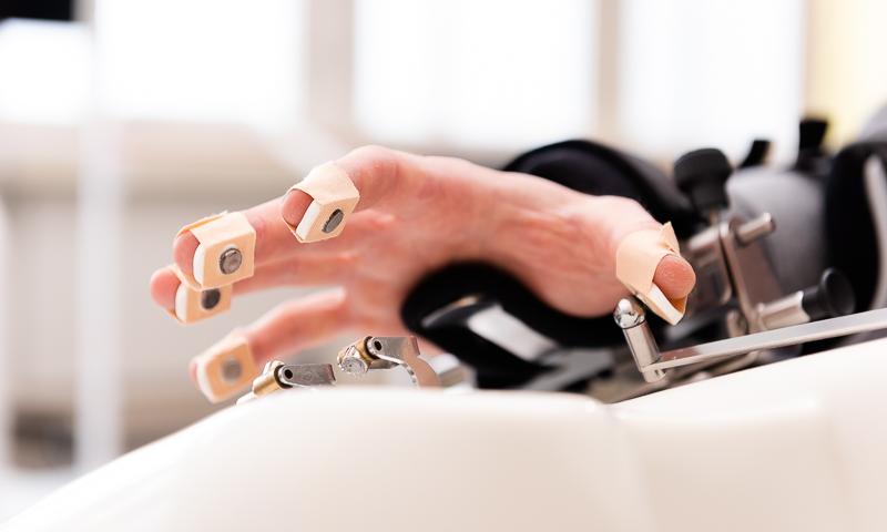 Handtherapie mit Robotik
